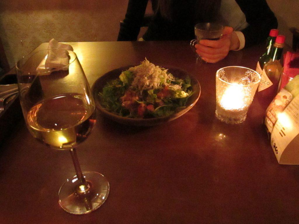 しらすサラダとワイン
