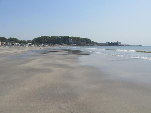 材木座海岸小坪方面